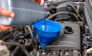 Flota pojazdów nie może funkcjonowac bez regularnej wymiany płynów w samochodach.