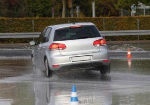 Szkolenia z bezpiecznej jazdy: czy mają sens?