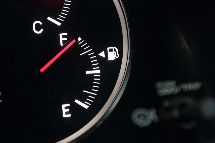 Jazda na rezerwie – niebezpieczne wyzwanie dla samochodów służbowych